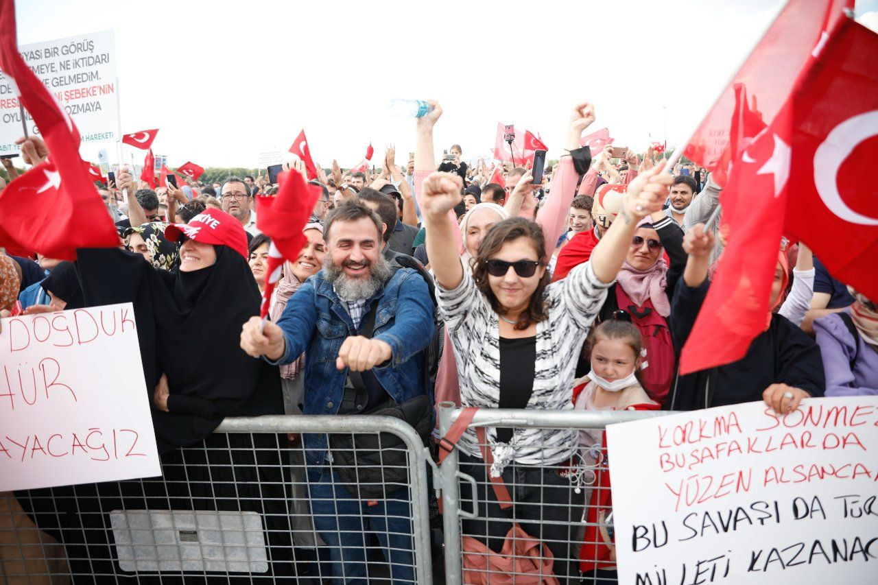 'Damn you Bill Gates!': Hundreds of anti-vaxxers hold 'Great Awakening Rally' in Istanbul - Page 3
