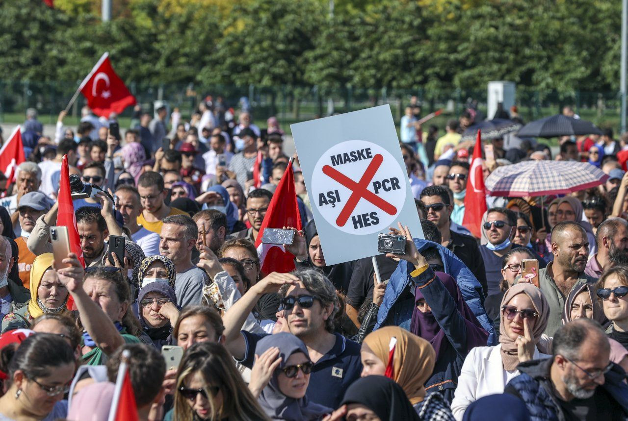 'Damn you Bill Gates!': Hundreds of anti-vaxxers hold 'Great Awakening Rally' in Istanbul - Page 4
