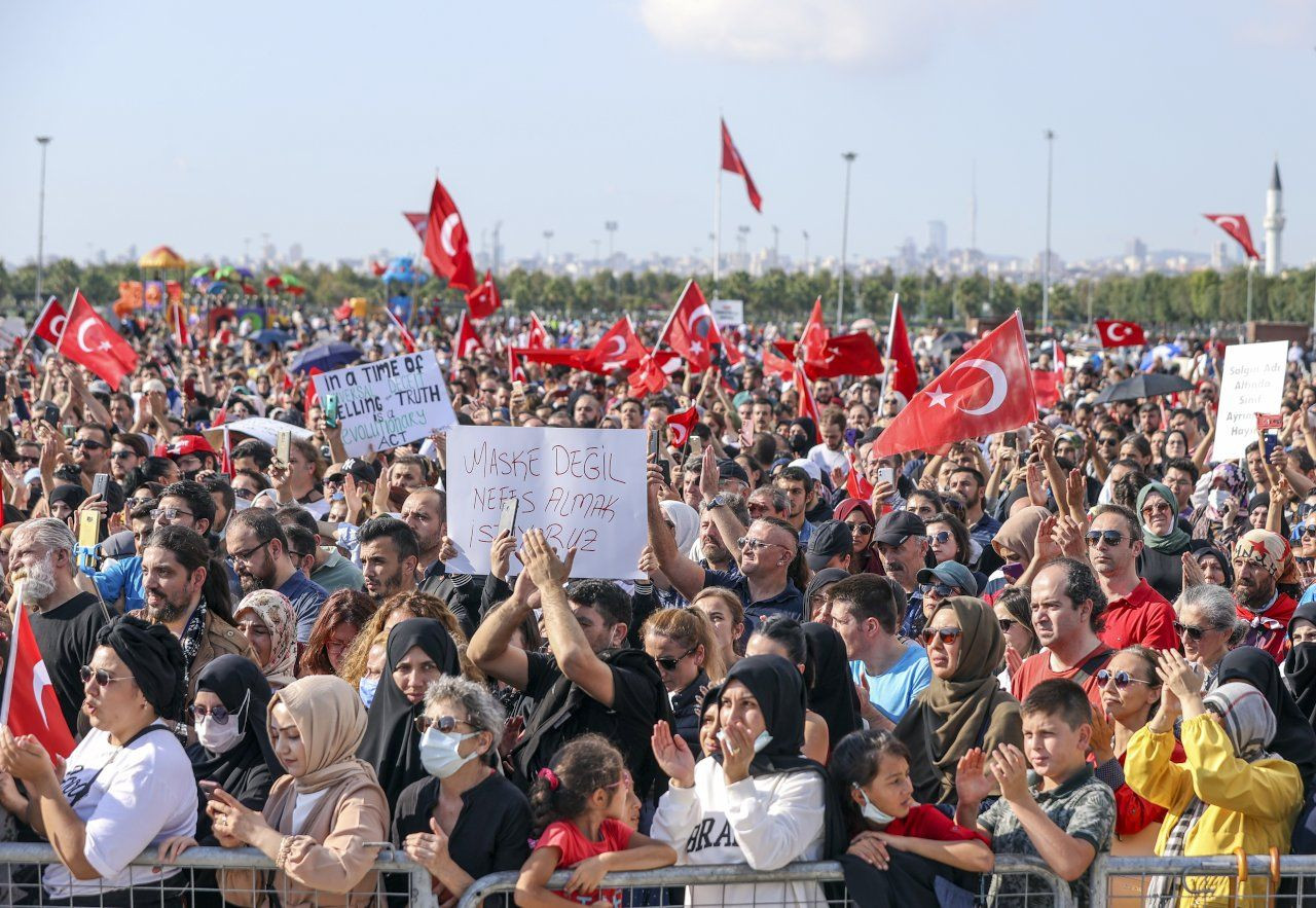 'Damn you Bill Gates!': Hundreds of anti-vaxxers hold 'Great Awakening Rally' in Istanbul - Page 5