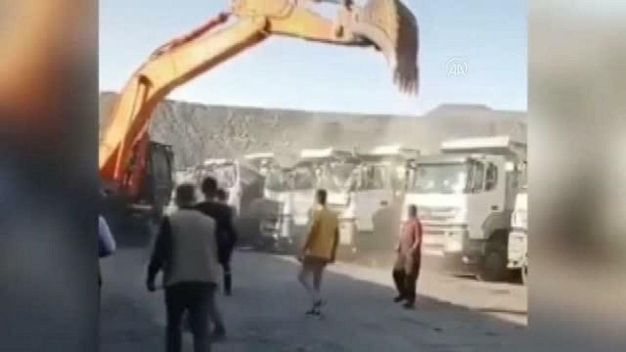 Miner protests unpaid wages by smashing truck windows with dipper