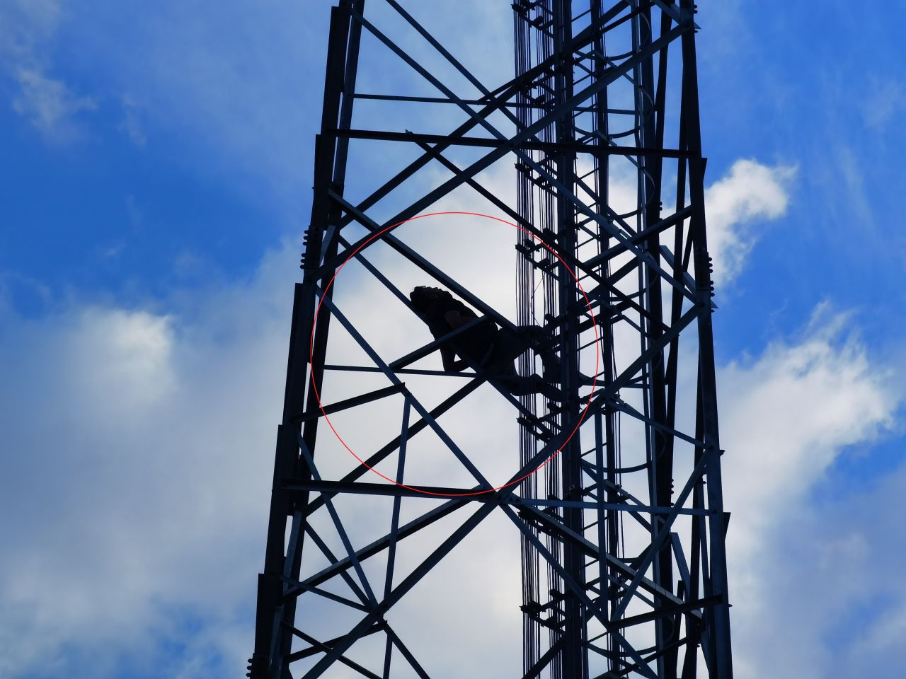 Intoxicated man falls asleep on transmission tower in western Turkey - Page 1
