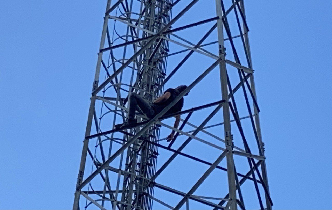Intoxicated man falls asleep on transmission tower in western Turkey - Page 2