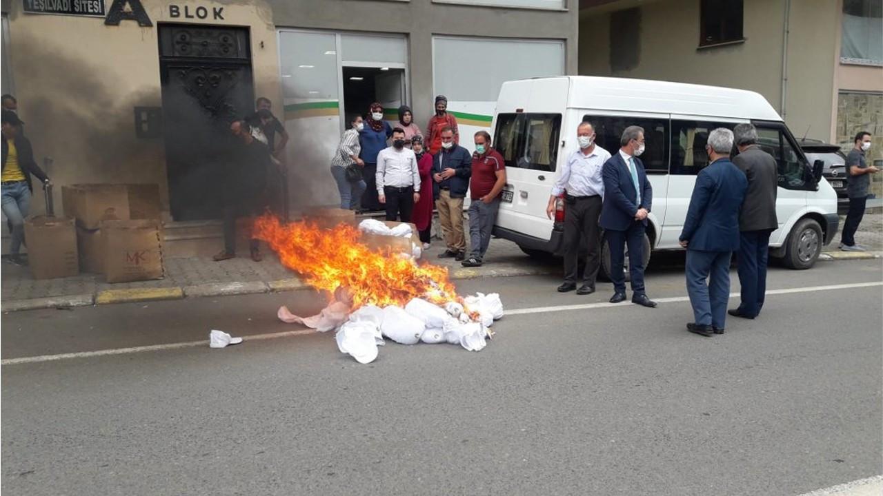 Mayor orders burning of hats supposed to be sent to Iraqi Kurdistan
