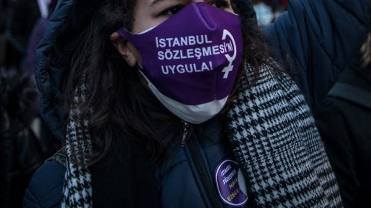 Security attacks women wearing Istanbul Convention masks at graduation