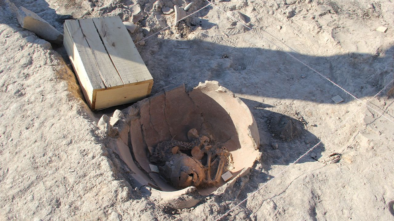 5,600-year-old baby skeletons found in ancient Arslantepe Mound - Page 1