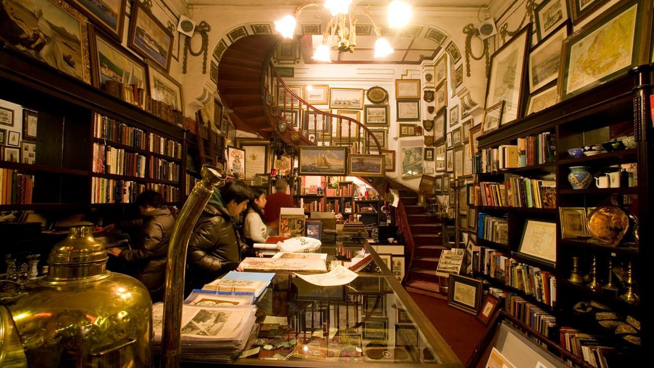 Iconic Istanbul bookshop to turn into falafel restaurant