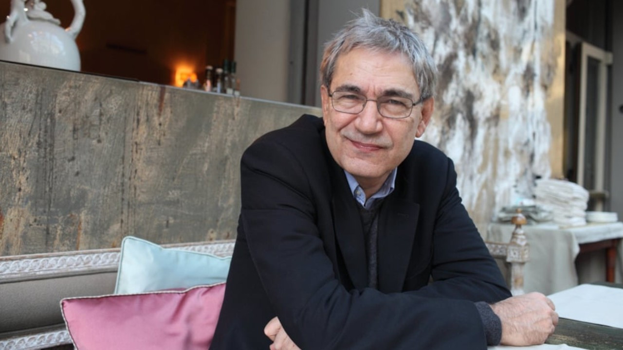 Nobel laureate Orhan Pamuk refrains from commenting on his support for 2010 referendum