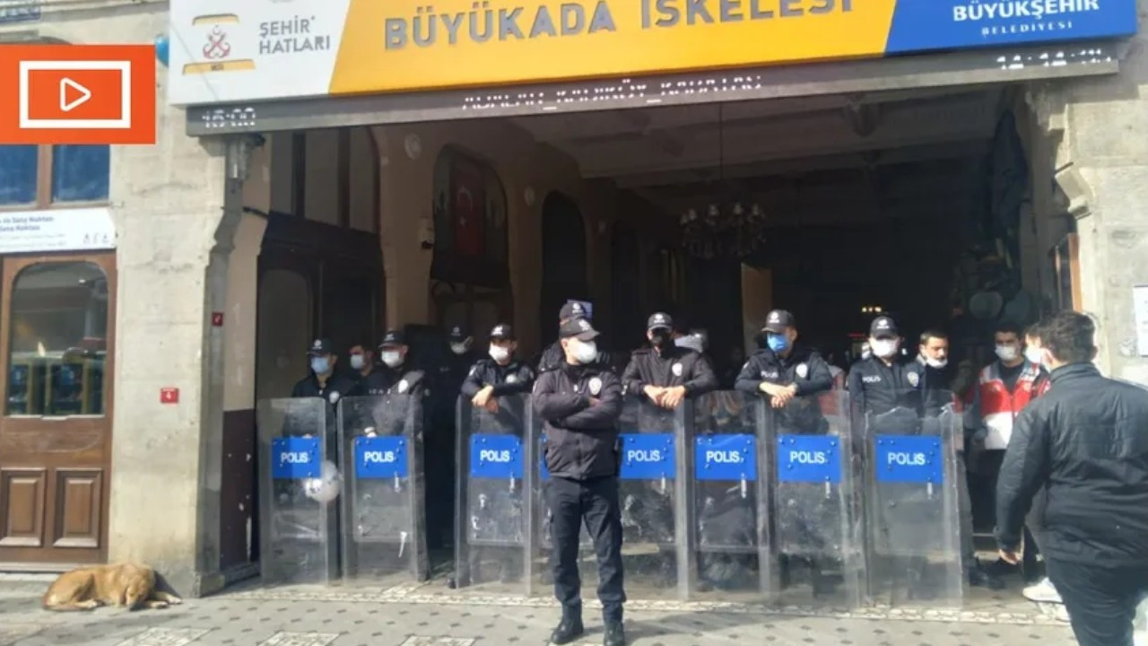 Istanbul police block court-ordered eviction of area used by Erdoğan-linked foundation