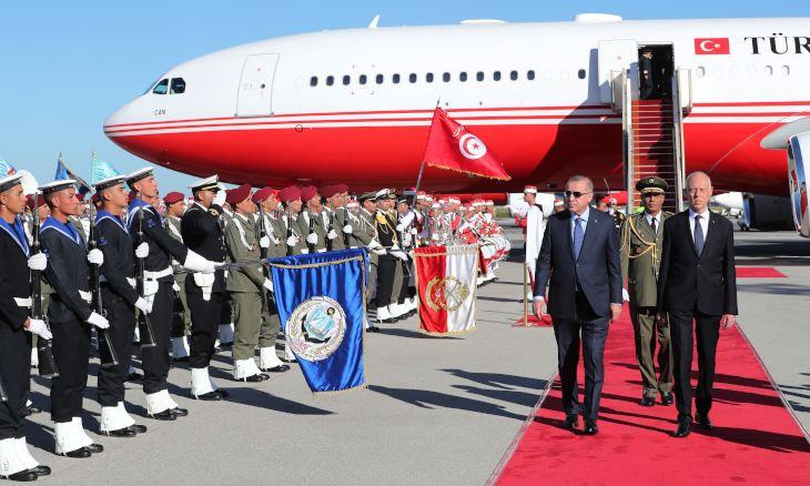 Erdoğan in Tunisia for surprise talks with president