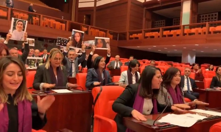 MPs protest femicide with 'Las Tesis' dance in parliament