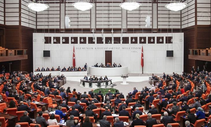 AKP to hold closed session in parliament, no emergency meeting with opposition