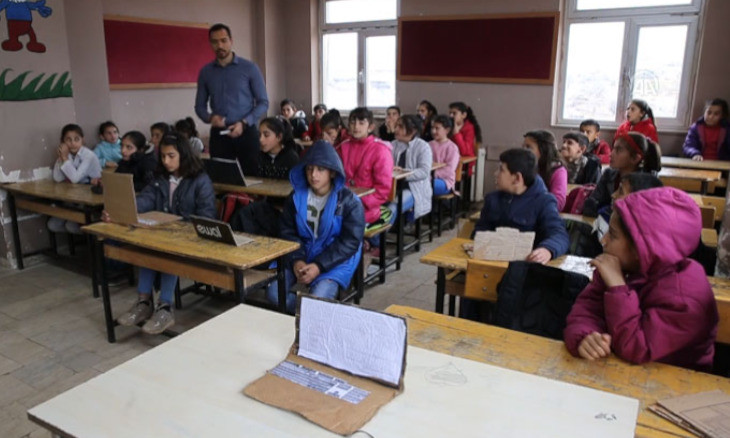 Disadvantaged Diyarbakır students create computers from paper