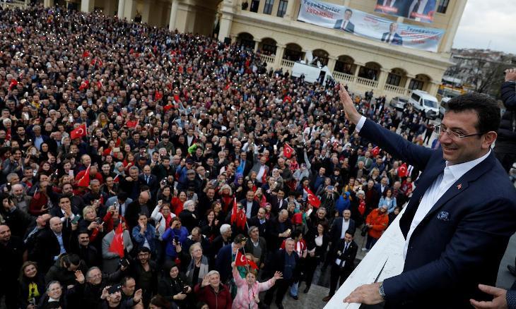 Gap between popularity ratings of Erdoğan, İmamoğlu 'closing'