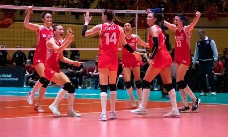 Mayor in hot water after insulting Turkish volleyball team for being 'immodest'