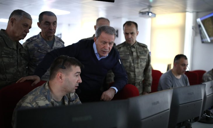 Turkish Defense Minister, top commanders visit border with Syria