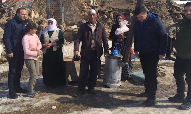 No tents set up for quake victims in Van, Turkey's Human Rights Association claims