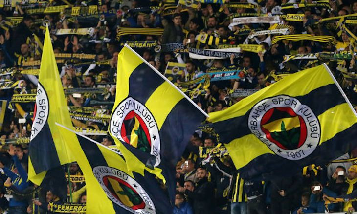 Politics in stadiums: Fenerbahçe fans urge minister Albayrak to keep hands off football