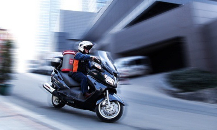 Turkey's motorbike delivery drivers underpaid and overworked in dangerous conditions