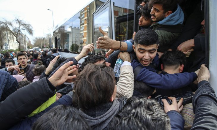 Rampage as migrants scramble to leave Istanbul