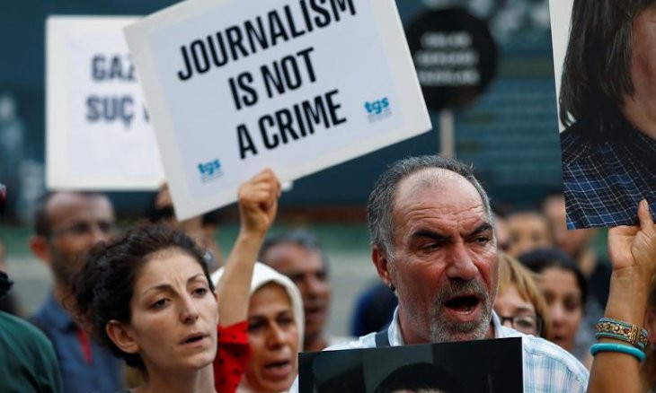 22 journalists detained, nine arrested in March in Turkey