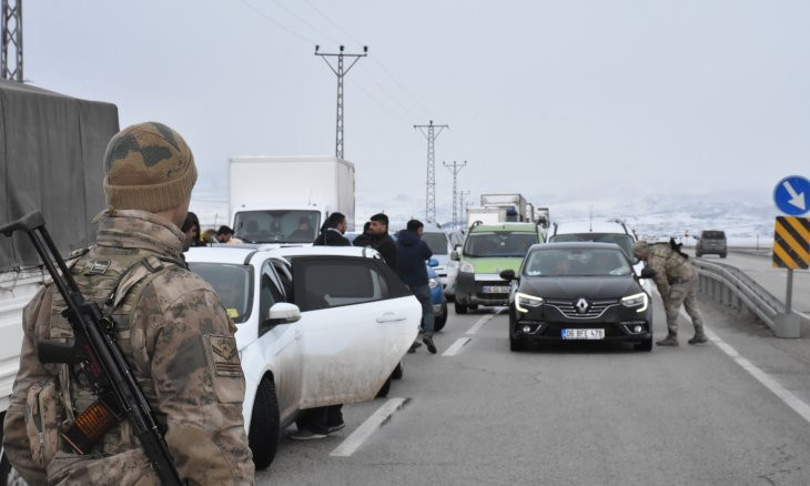 Rocket attack on Turkish customs vehicle near border with Iran kills one