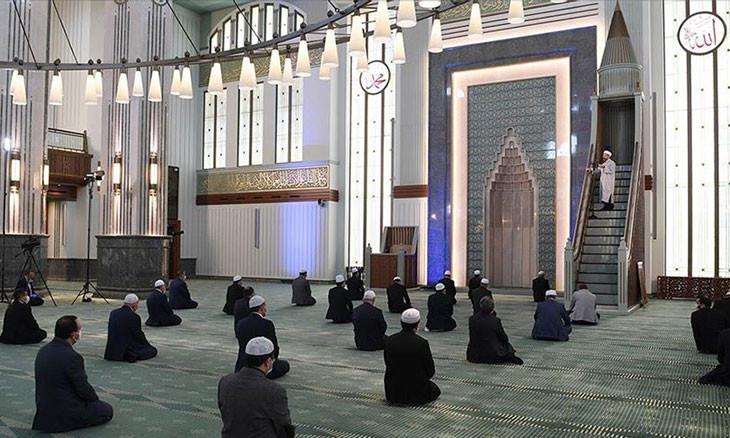 Only Friday prayer in Turkey held at presidential mosque under coronavirus precautions
