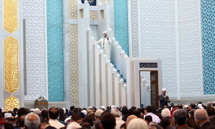 Muslims in risk groups can perform Friday prayers at home: Diyanet