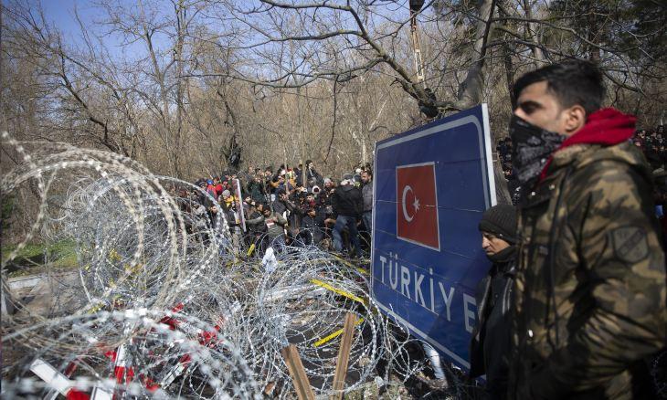 Merkel accuses Erdoğan of pressuring EU on 'back of refugees'
