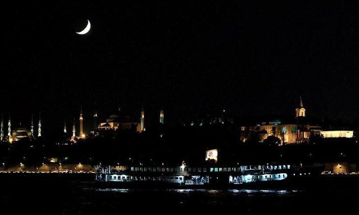 Istanbul ferries to run 24 hours on Fridays, Saturdays