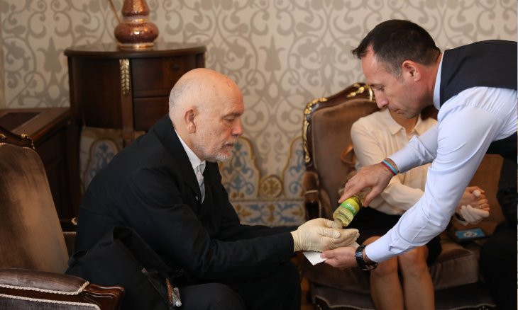 Malkovich visits Istanbul mayor with latex gloves on, offered cologne amid coronavirus fears