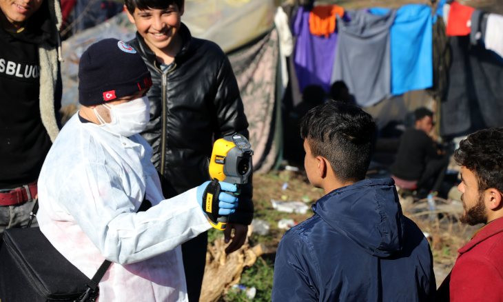 Turkey's Health Ministry screens migrants for coronavirus at Greek border