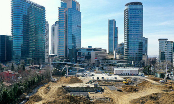 Major mosque construction project in Istanbul's Levent district continues 24/7, sparks criticism