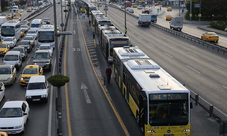 Istanbulites ditch public transportation as coronavirus fear spreads