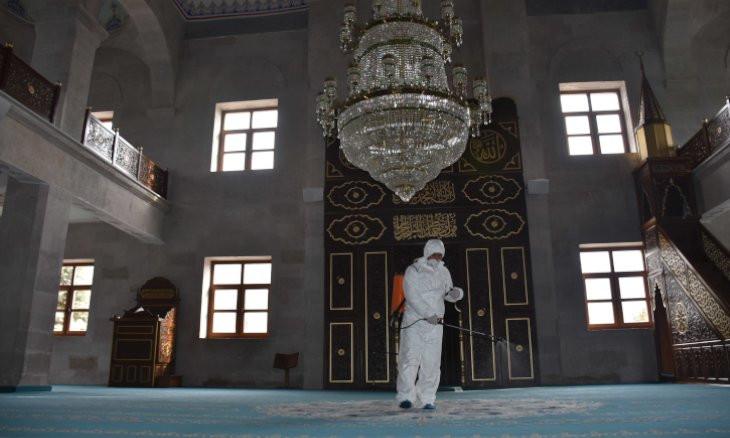 Turkey suspends mass prayers in mosques to halt virus spread