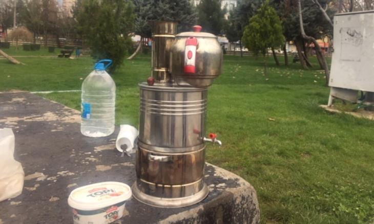 Despite police pressure, unemployed men sell tea on Diyarbakır's streets