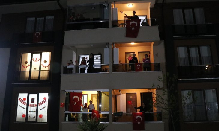 Turks sing national anthem from balconies to mark Children's Day