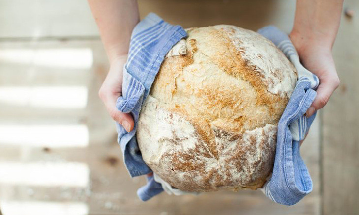 Istanbulites take up bread baking as rising coronavirus cases keep people at home