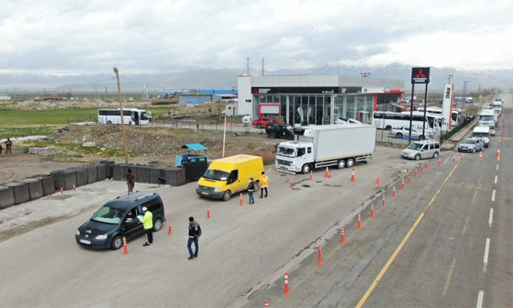 Police fines 90 passengers for forging travel permits in Eastern Turkey