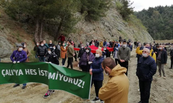 Western Turkey town locals fight against power plant construction amid COVID-19 isolation