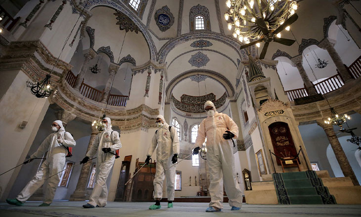 Istanbul's 'Hello Fatwa' hotline flooded with COVID-19 questions