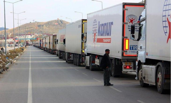 Trucks stranded at Turkey-Iran border robbed