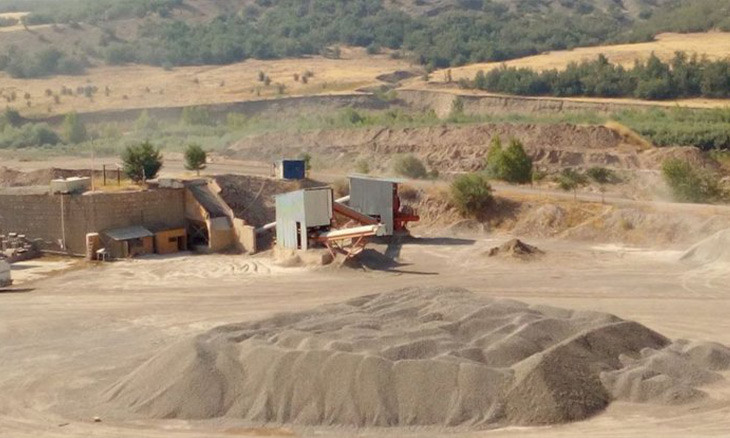 Eastern Turkey locals petition to close down quarry on grounds that it makes soil infertile