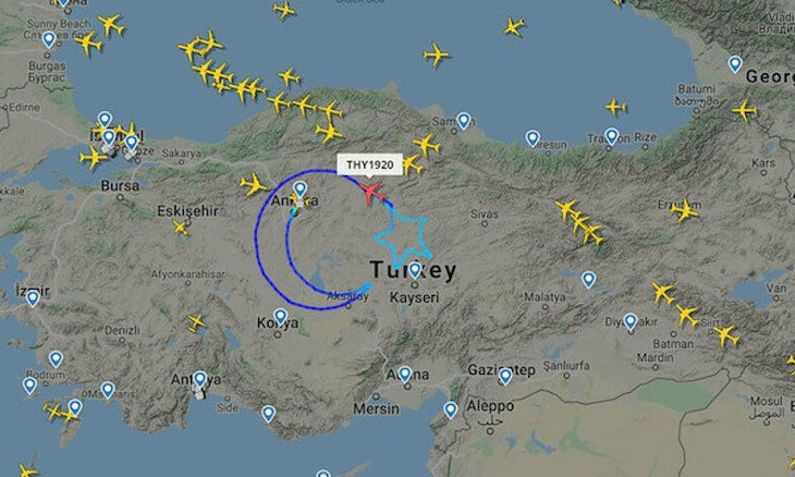 Turkish Airlines creates Turkish flag in the skies to mark National Sovereignty and Children's Day