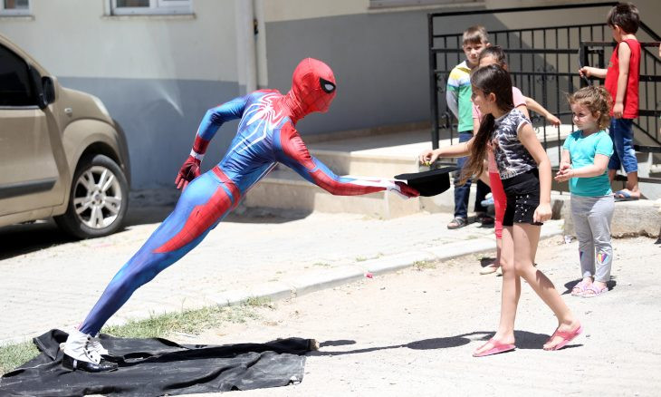 Turkish Spider-Man distributes candy to cheer children marking Eid at home amid pandemic