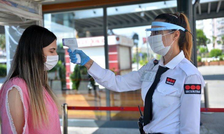Turkish professor criticizes people for flocking to shopping malls amid coronavirus