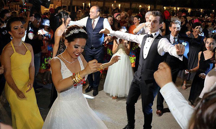 Turkish COVID-19 committee member claims large weddings to be allowed in July