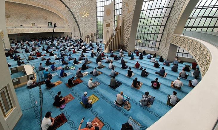 Turkey's education unions deem use of schoolyards for mass prayer 'unconstitutional'