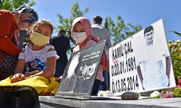 Children of miners who died in Turkey's biggest accident visit fathers' graves on anniversary of disaster