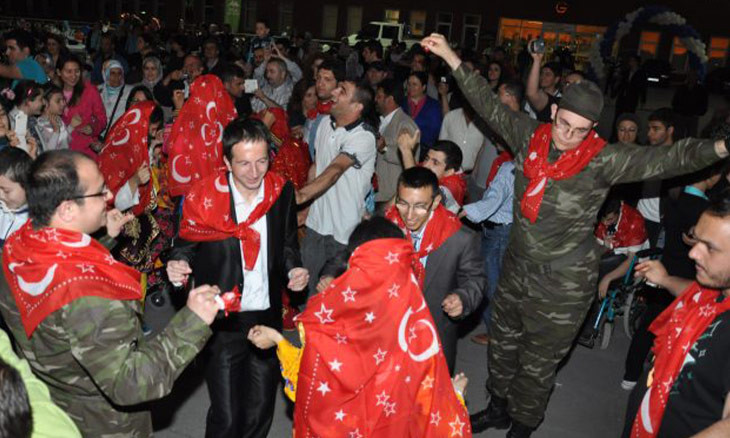 Police fine 13 Istanbulites for rowdy military service send-off celebrations
