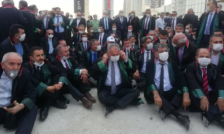 Bar heads launch sit-in after police prevent them from entering Ankara to end their Defense March